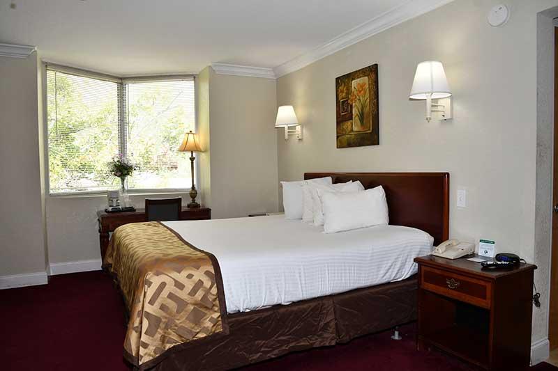 comfortable king bed in Gatlinburg hotel Reagan Inn
