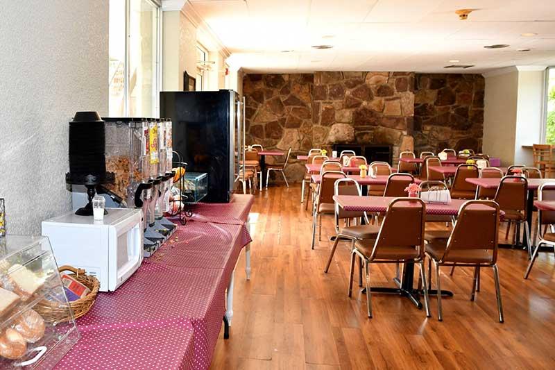 breakfast room at downtown Gatlinburg hotel